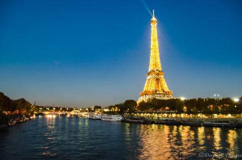 An evening view of Eiffel tower
